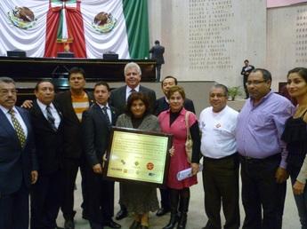 """Entrega de reconocimiento a la LXXII Legislatura del estado de Veracruz por aprobación de:  """"Ley para la Protección de los No Fumadores del Estado de Veracruz de Ignacio de la Llave"""""""