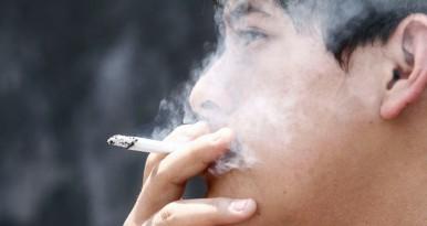 MÉXICO, D.F., 30MAYO2013.- Este 31 de mayo se celebra el Día Mundial sin Tabaco, cuyo objetivo es invitar a todos los fumadores a dejar de fumar durante 24 horas con el fin de crear conciencia sobre los riesgos asociados al consumo de tabaco. FOTO: ISAAC ESQUIVEL /CUARTOSCURO.COM